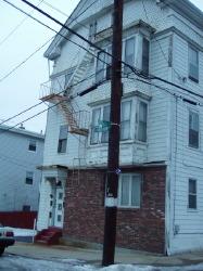 pretty house, falling apart. classic rhoe dyelin'.